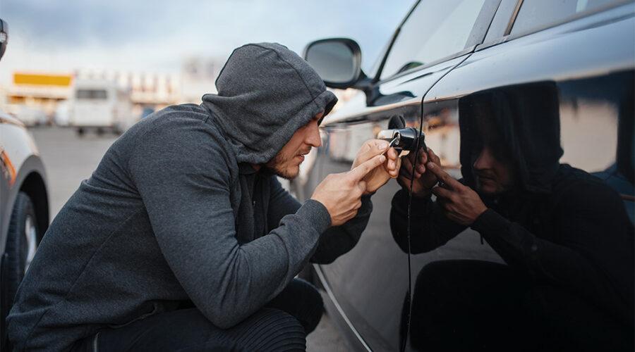 Крест под мизинцем на руках угонщиков авто. Реальная история.